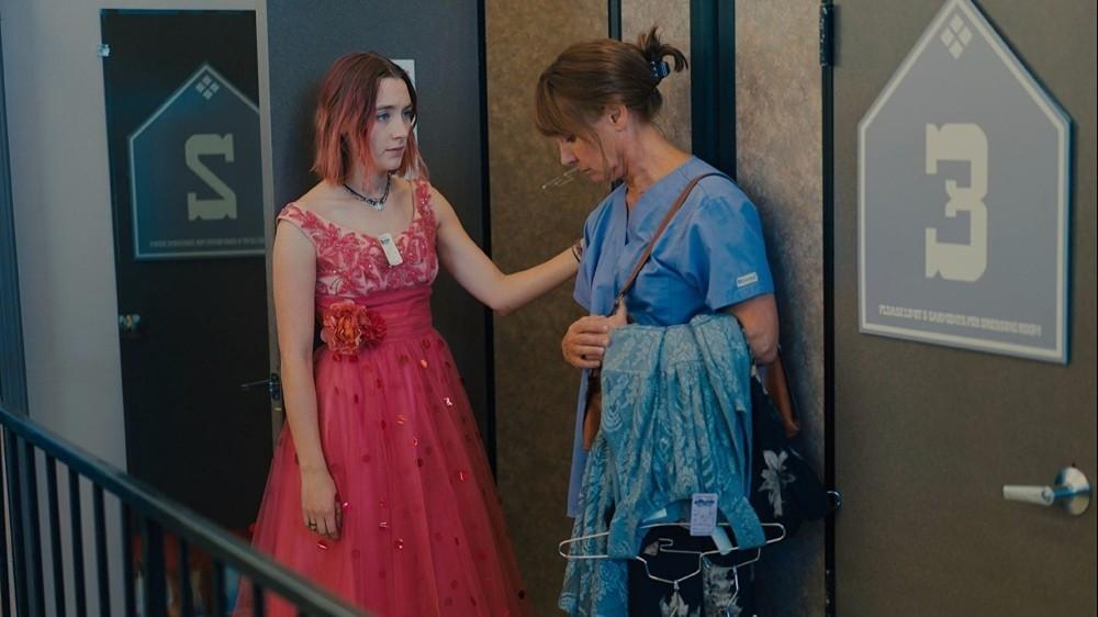 Saoirse Ronan i Laurie Metcalf fot. Najlepszepiosenki.pl