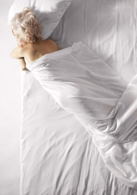 Muzyka relaksacyjna jest równie piękna jak relaksująca się Marilyn Monroe