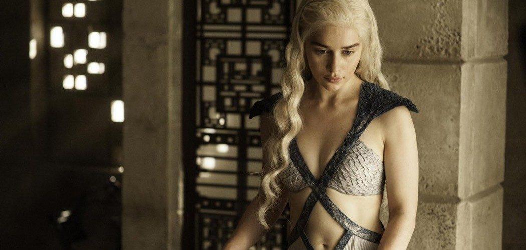 Emilia Clarke fot. HBO/NajlepszePiosenki.pl